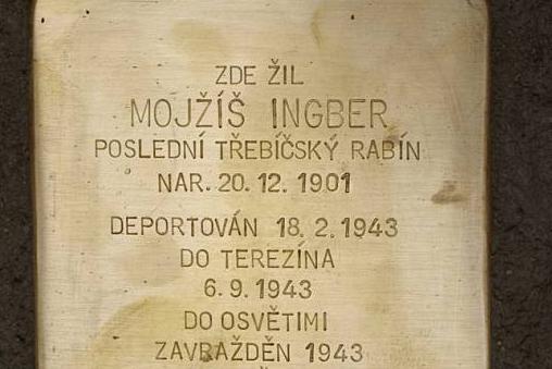 Památku židovských obětí připomenou další Stolpersteiny