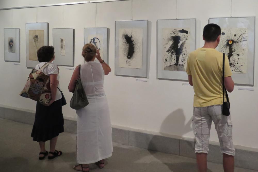 Výstava v konírně připomíná 20 let od úmrtí Ladislava Nováka
