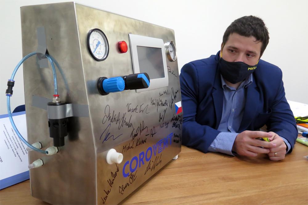 V Třebíči vyvinuli plicní ventilátor vhodný i do polních podmínek