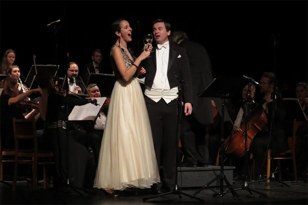 Oproti Vídni bylo v Třebíči něco navíc. Operní a operetní árie v podání Miroslavy Časarové a Jakuba Turka.